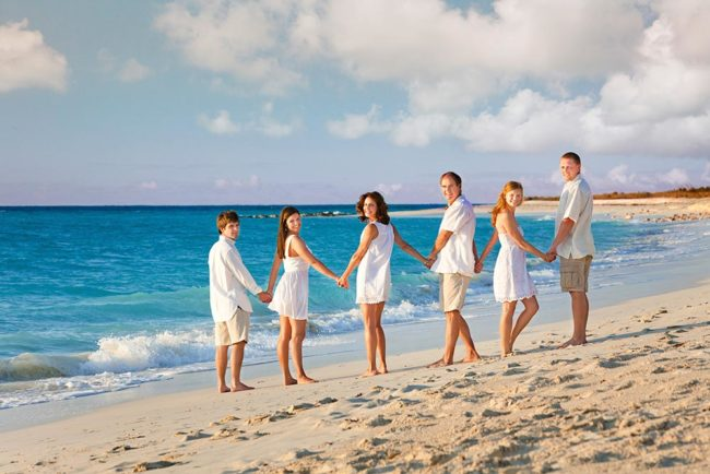 photography-turks-and-caicos-family-secluded-beach